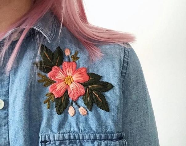 Рукодельница из Канады по имени Александра украшает одежду романтичными вышивками цветов, растений и фруктов Сначала я подумала, что такими аппликациями никого не удивишь. Но то, какую искреннюю