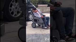 Устройство для погрузки коляски в авто//