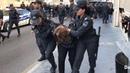 Qadın polislər qadınları tutub aparır Bakıda aksiya