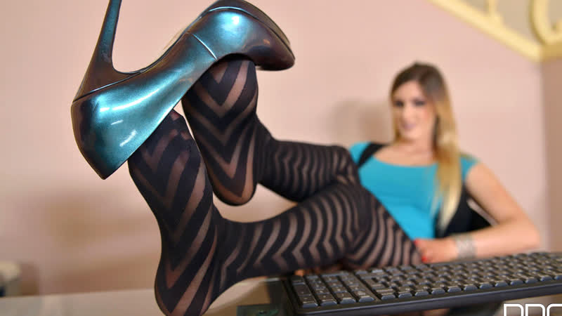 Alice HD Porn, Solo, Foot Fetish, Feet, Tease, Natural Tits, Big Ass, POV, Heels, Stockings, Nylons, Toes,