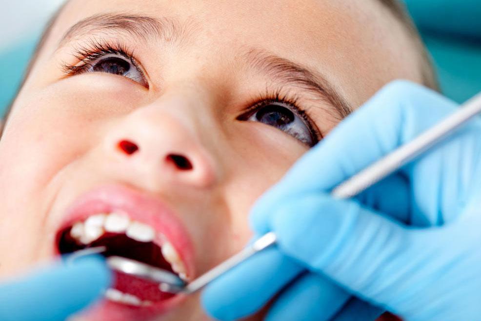 Детский стоматолог часто настраивают их заботу, чтобы держать детей удобными и счастливыми во время зубных встреч