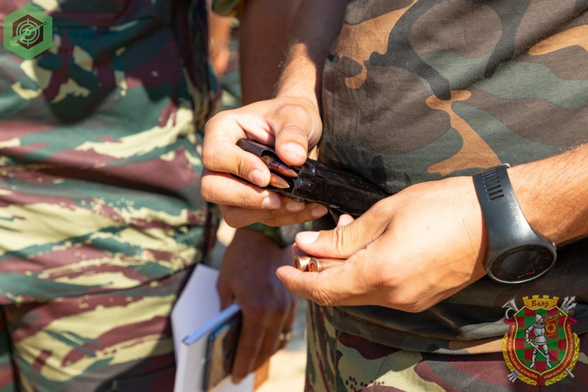 Photos de nos soldats et des Bases Marocaines - Page 7 0Vb_KIDc3JI