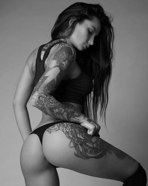 Sexy tattooed redhair webcam girl