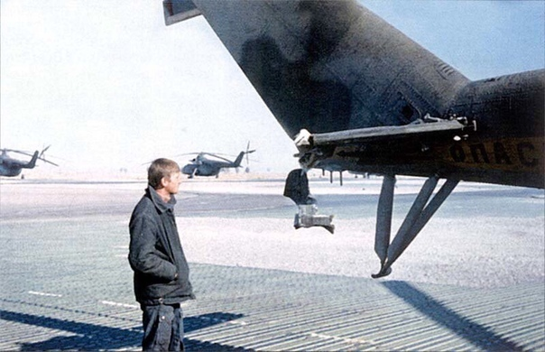 Следы попадания ДШК в хвост Ми-24. Кандагар, 27 ноября 1987 года