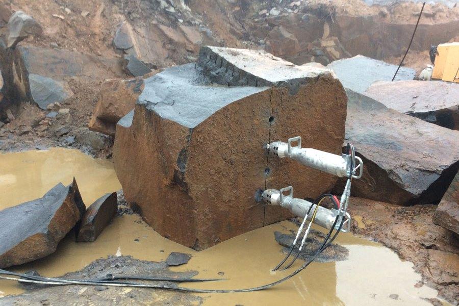 Гидравлические клинья Darda для раскалывания камней
