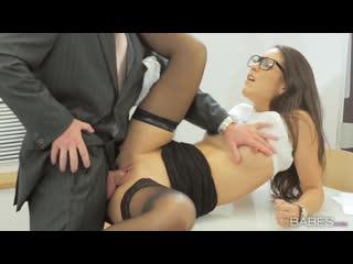 Шикарная секретарша фигуристая хрупкая в чулках сексуальная порно 18+ ххх секс x