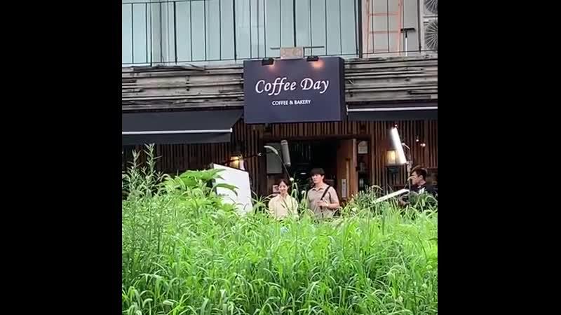 2019: Чжи Сон и Ли Сэ Ён на съёмках дорамы «Доктор Ё Хан». (14 августа)
