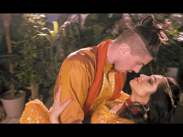 Swag Se Swagat   Svetlana Tulasi Giulio Dilemmi   Bollywood dance