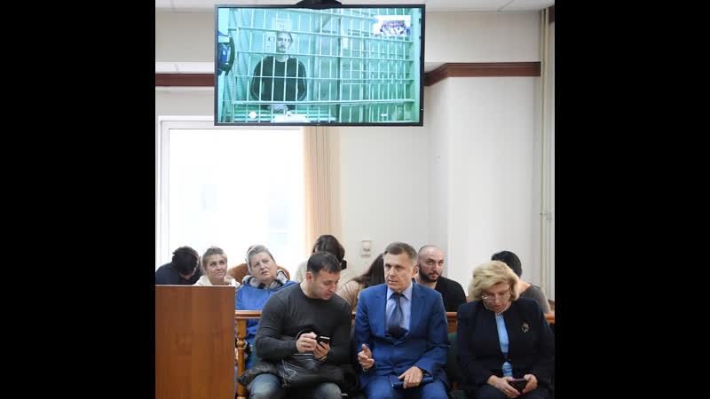 Суд освободил Устинова под подписку о невыезде