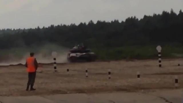 Один танк утонул другой перевернулся Танковый биатлон 2015 · coub коуб