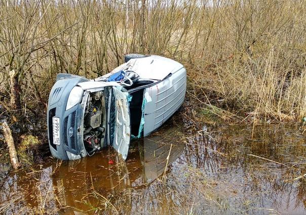 В понедельник на дороге Дмитров - Дубна, в районе села Темпы, произошло серьезное ДТП между двумя автомобилями Лада Ларгус и Cadillac Escalade.
