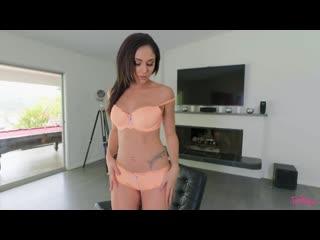 Великолепная Ариана Мари (Ariana Marie) ласкает свою киску и дов
