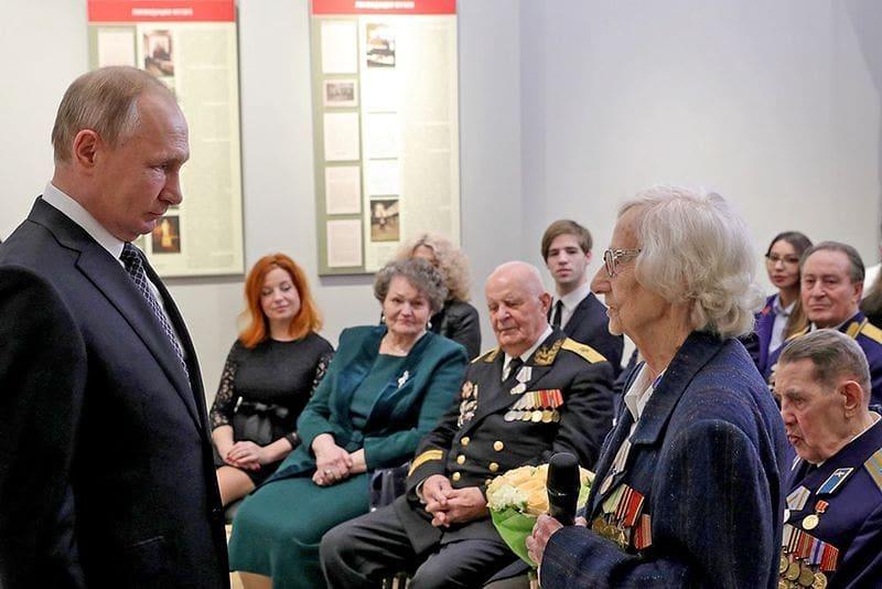 Ветеранам Великой Отечественной войны к юбилею Победы выплатят по 75 тысяч рублей.