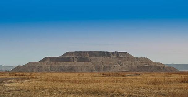 Земляные и ступенчатые пирамиды как отвалы древних карьеров и рудников