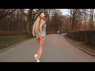 Maniac_Alisa развлекается с своим парнем на колесе обозрения)))