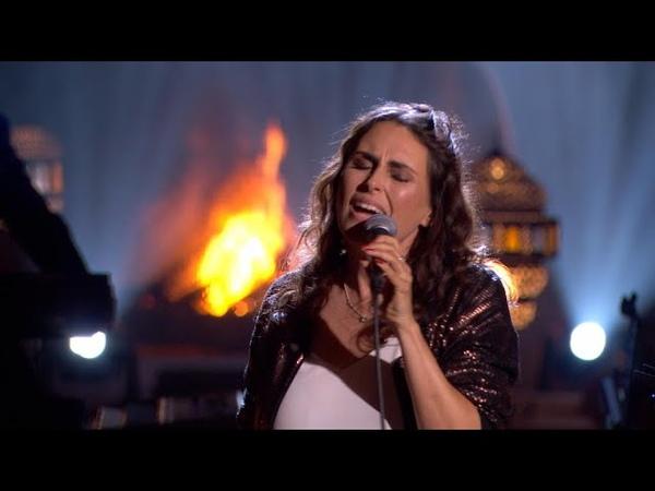Sharon doet het podium daveren met haar versie van 'Turn Your Love Around' | Liefde Voor Muziek