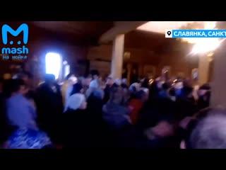 Сегодня Вербное воскресенье  и верующие отправились в церкви