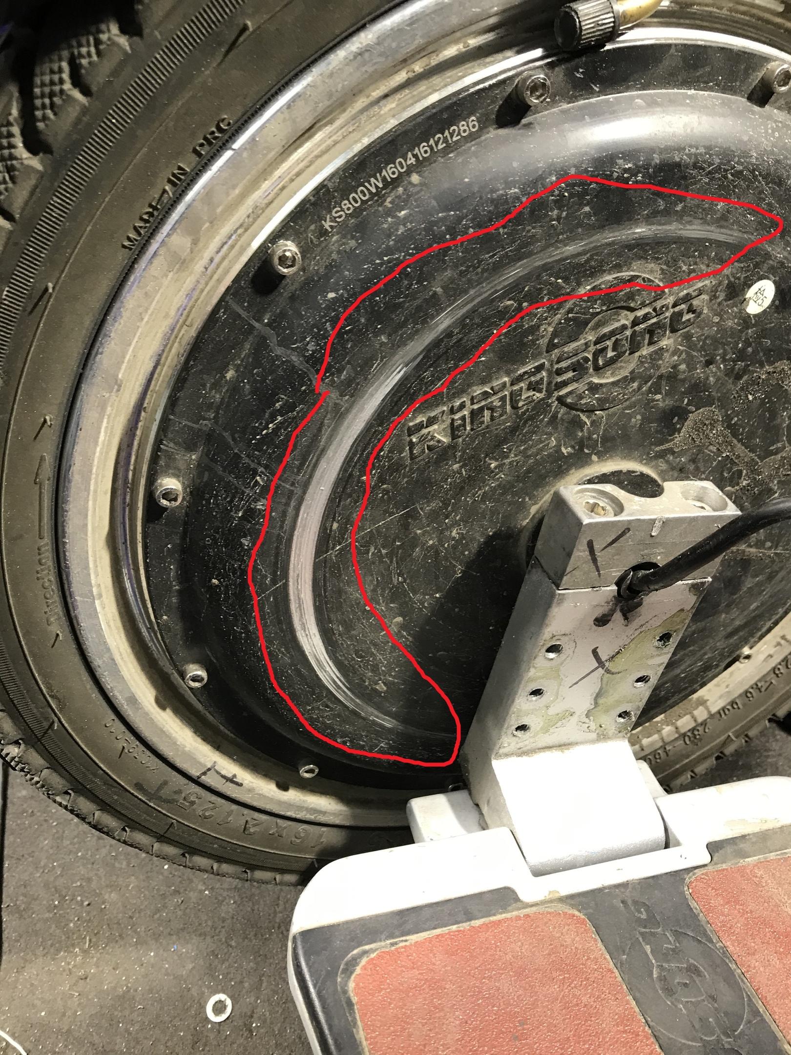 KS16-S, педали трут о мотор-колесо