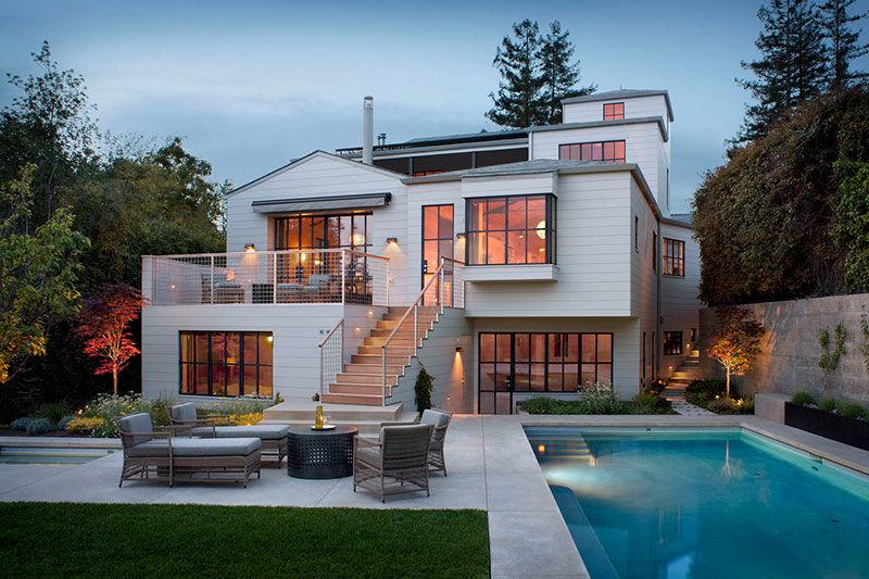 Обилие дерева и интересные конструкции: дом для семьи художника в США
