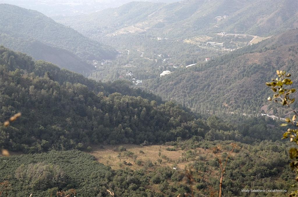 Ложбина ниже Кок-Жайляу, вид с тропы, маршрут пешком 2019