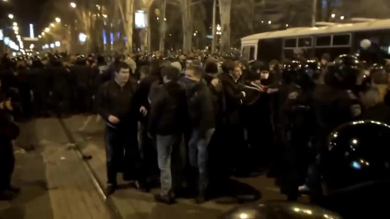 Донецкие пацаны достойно встретили бандеровских чертей