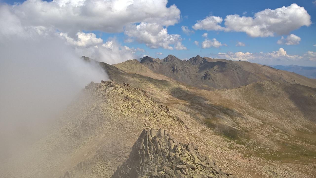 Типичная картина для главного Качкарского хребта - туман
