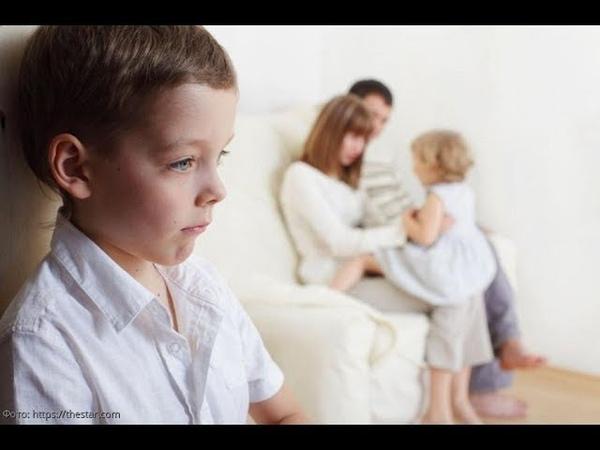 Нелюбимый сын заглянул в телефон мамы и узнал, почему он стал изгоем в своей семье