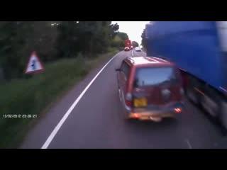 Примеры опасного обгона! - Реально тупые водители.