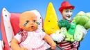 Смешные видео с игрушками - Чем накормить куклу Беби Анабель - Весёлые игры для детей.