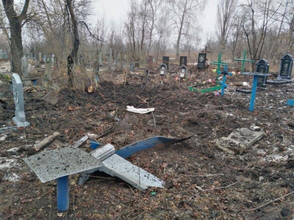 Боевики разбомбили кладбище на Донбассе