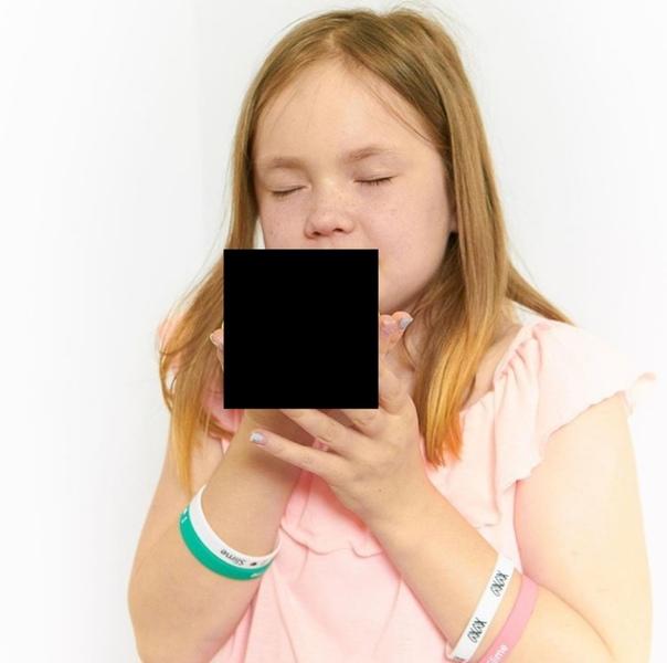 Закрыть фото черным квадратом
