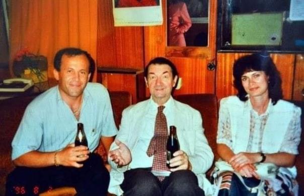 Георгий Вицин с семьёй, 1996 год  Напишите в комментариях ваши любимые цитаты его героев, которых он сыграл