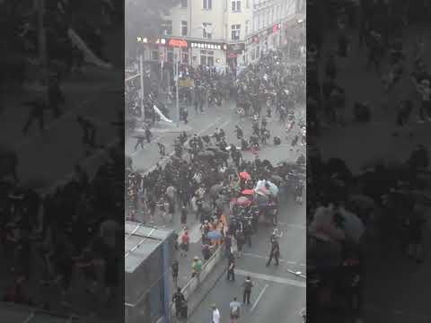 Ausschreitungen bei Antifa-Demo in Neukölln gegen Räumung von Szene-Kneipe Syndikat -SteinwürfePyros