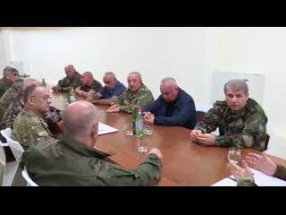 Президент Арцаха Араик Арутюнян провел совещание с участием бывших высокопоставленных военных