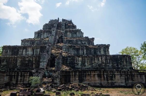 Кох Кер - пирамида смерти. Как в Камбодже появилась «мексиканская пирамида» Эта ступенчатая пирамида находится не в Мексике, как можно подумать с первого взгляда, и даже не в джунглях Гватемалы.