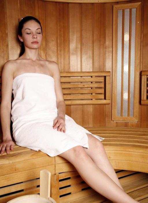 Женщина в сауне.