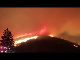 """Огненное ТорнадоРедкое природное явление было замечено во время лесных пожаров в Калифорнии. Его уже прозвали """"огненным дьявол"""