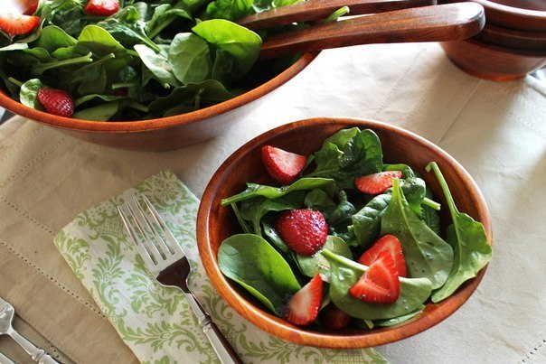 lettuce salad with strawberries - HD4272×2848