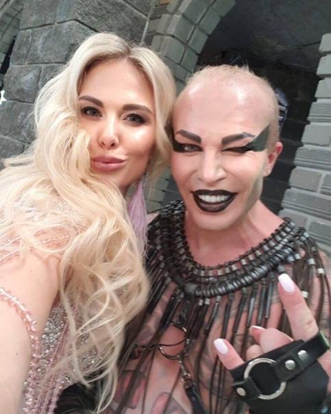 Счастливые супруги Александр и Ирина продолжают красоваться на телешоу и удивлять большое количество зрителей Сам Александр очень воспитанный и эрудированный человек, который старается не