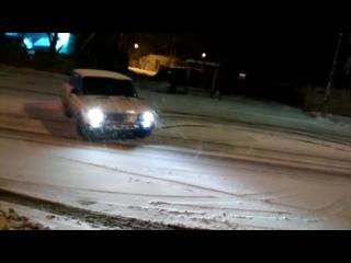 На первом снегу по гнал беса))))