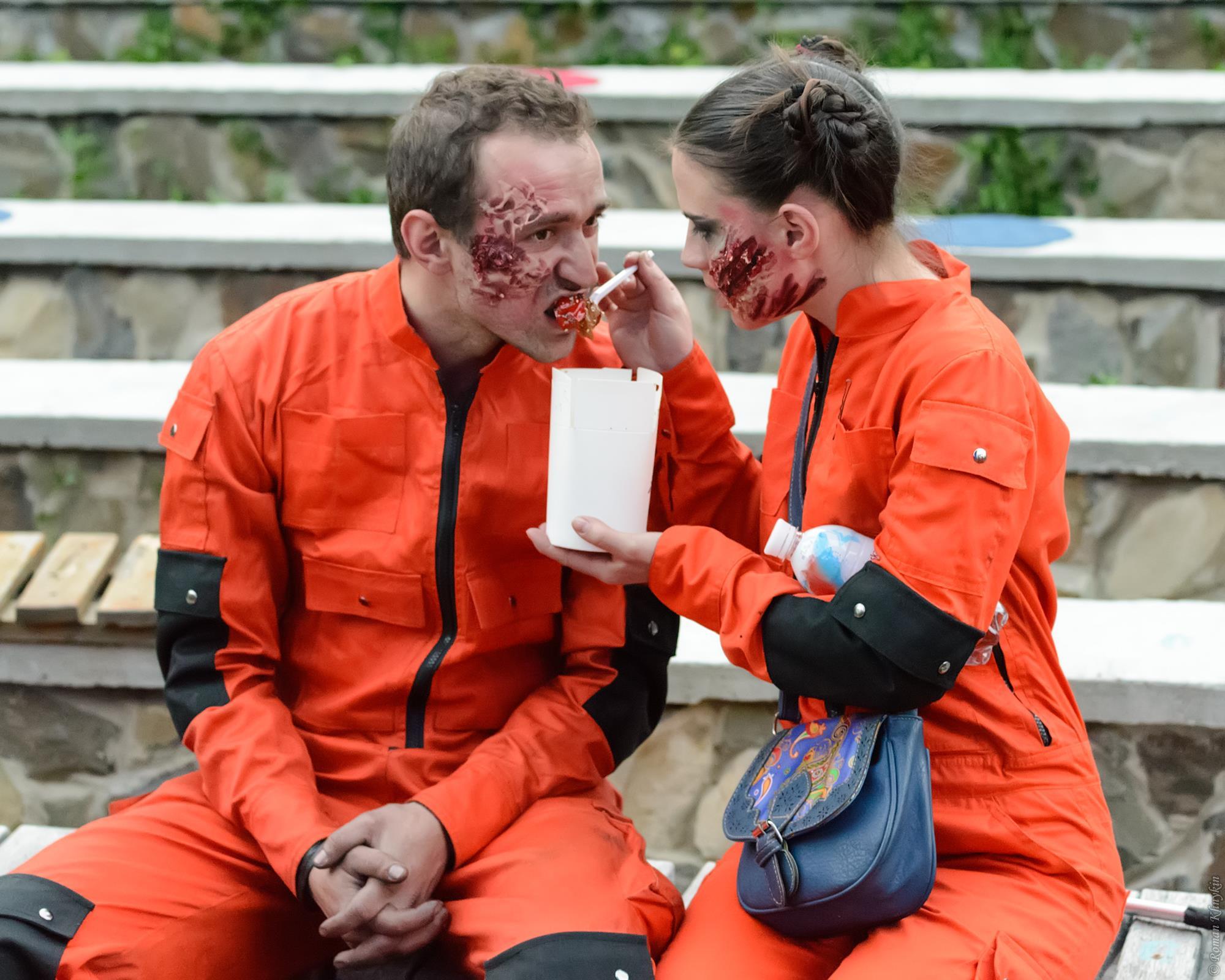 """Моё любимое совместное фото)))) """"Зомби кушают"""" :)"""