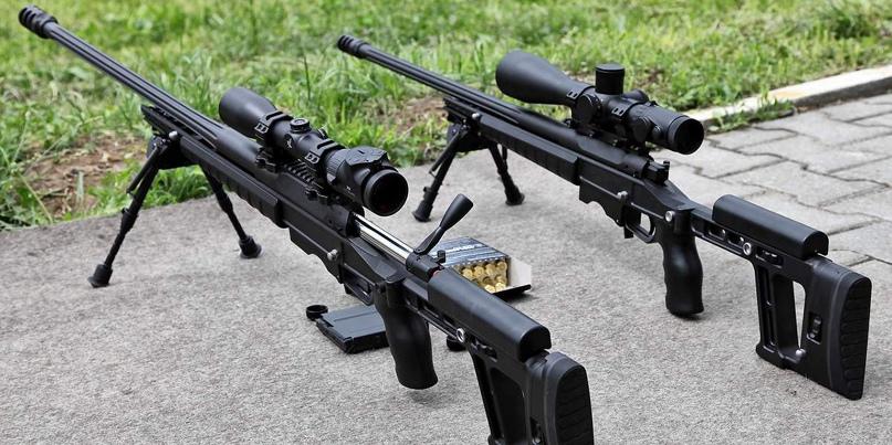 Слева на этой фотографии показана винтовка Т-5000 под патрон калибра .338 LM, а справа – под .308 Win