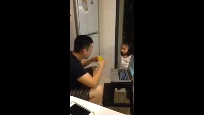 Заботливая дочка