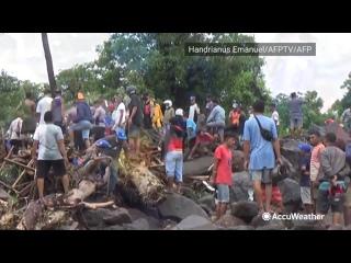 В Индонезии наводнение, есть пострадавшие