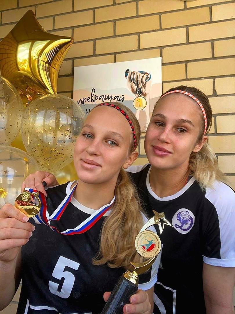 Сестры Иванна и Дарья Стаценко