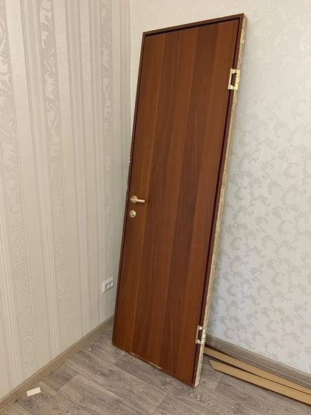 Продам: 1. Двери стандартные (ширина 60 см) -2.000...