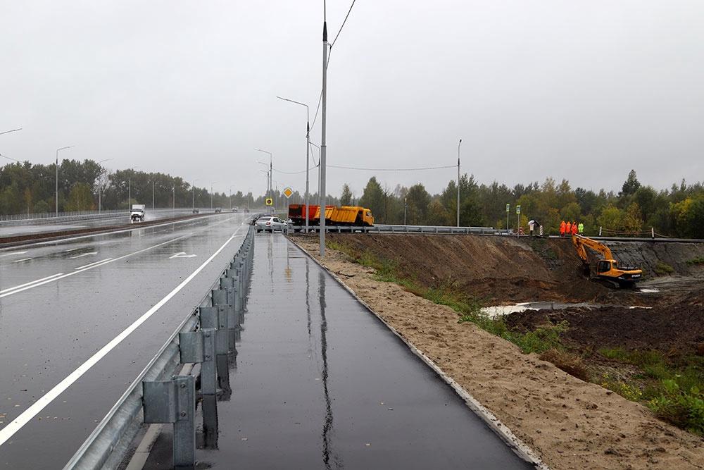 В Брянске восстанавливают размытую ливнем новую дорогу (фото)