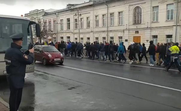 В центре Владимира задержали футбольных фанатов из...