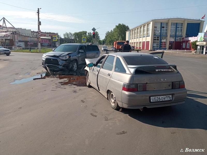 """В ДТП на """"центральном"""" перекрёстке пострадал молодой водитель"""