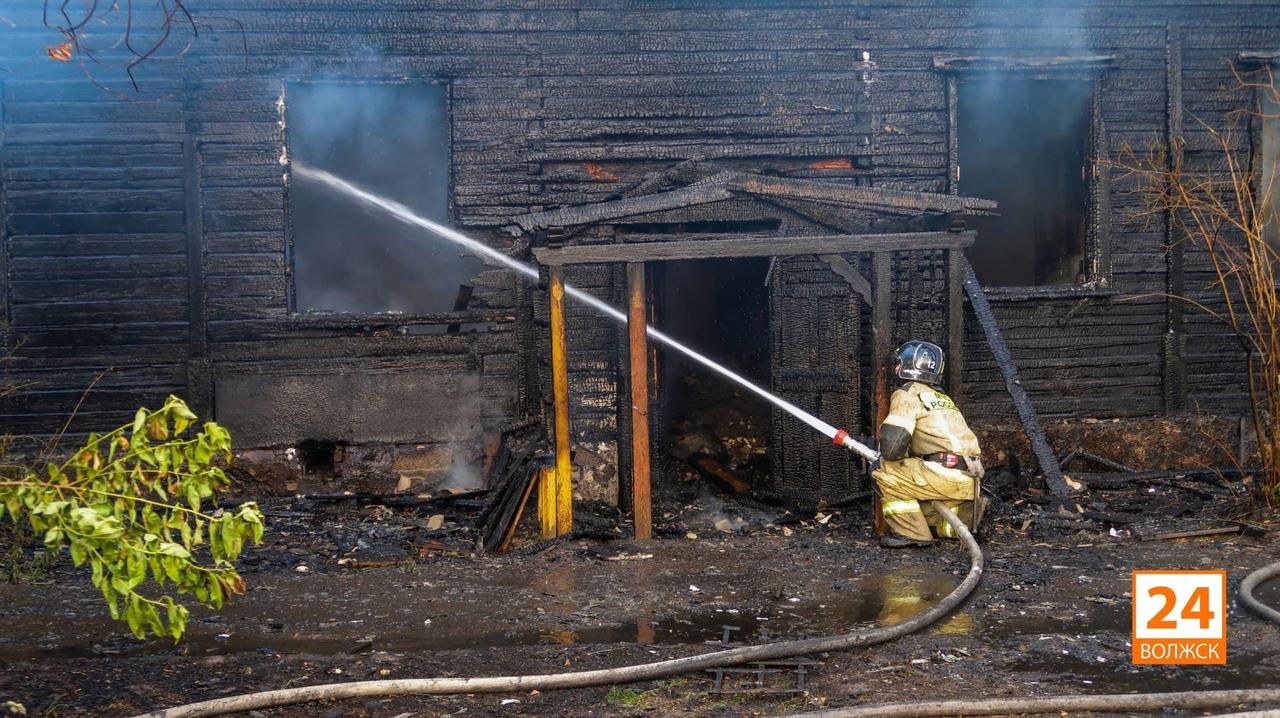 В Волжске произошёл пожар на улице Зелёная (12.06.2021)